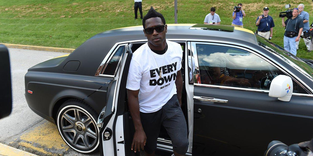 Antonio Brown arrives to Steelers training camp in style