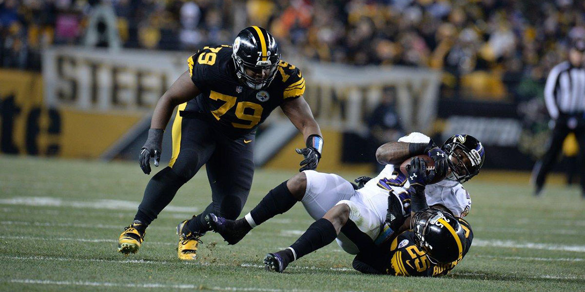 Steelers defensive tackle Javon Hargrave sacks Patriots quarterback Tom Brady