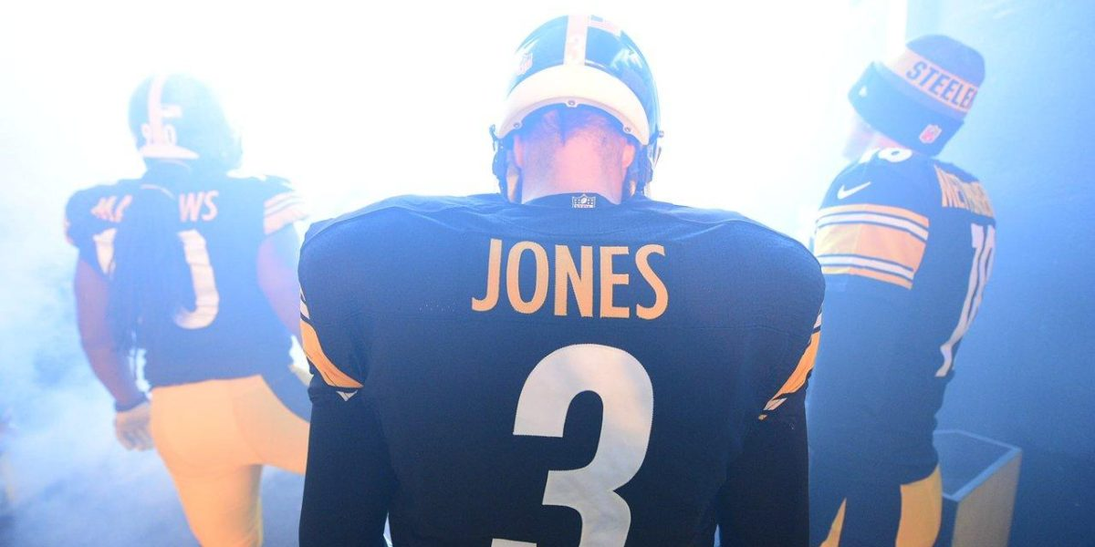 Steelers quarterback Landry Jones