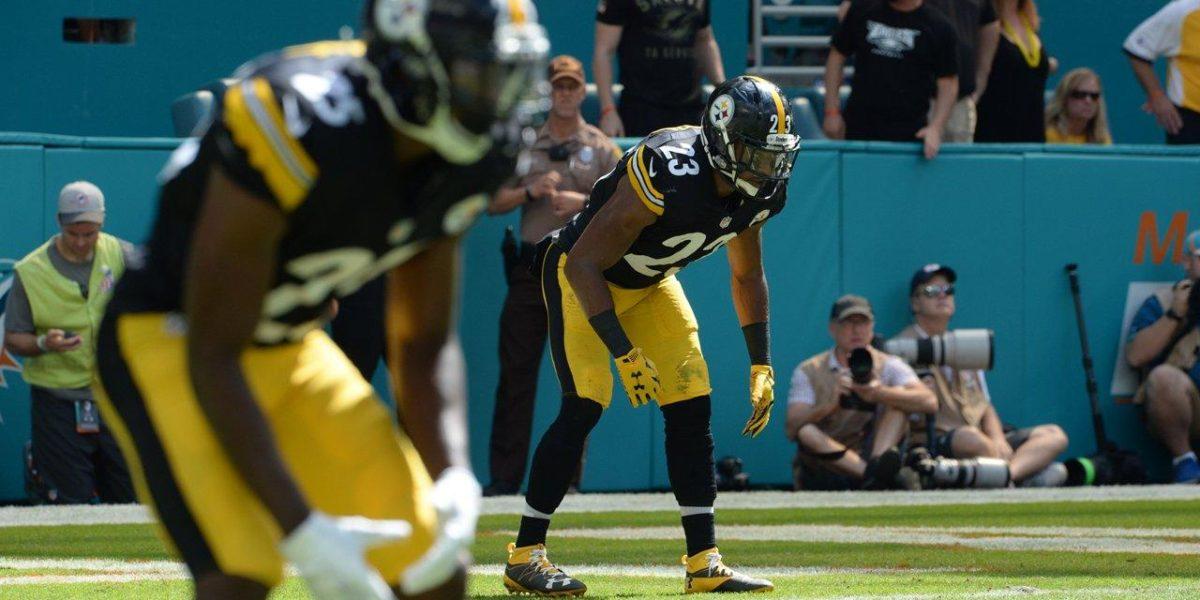Pittsburgh Steelers cornerbacks playing defense