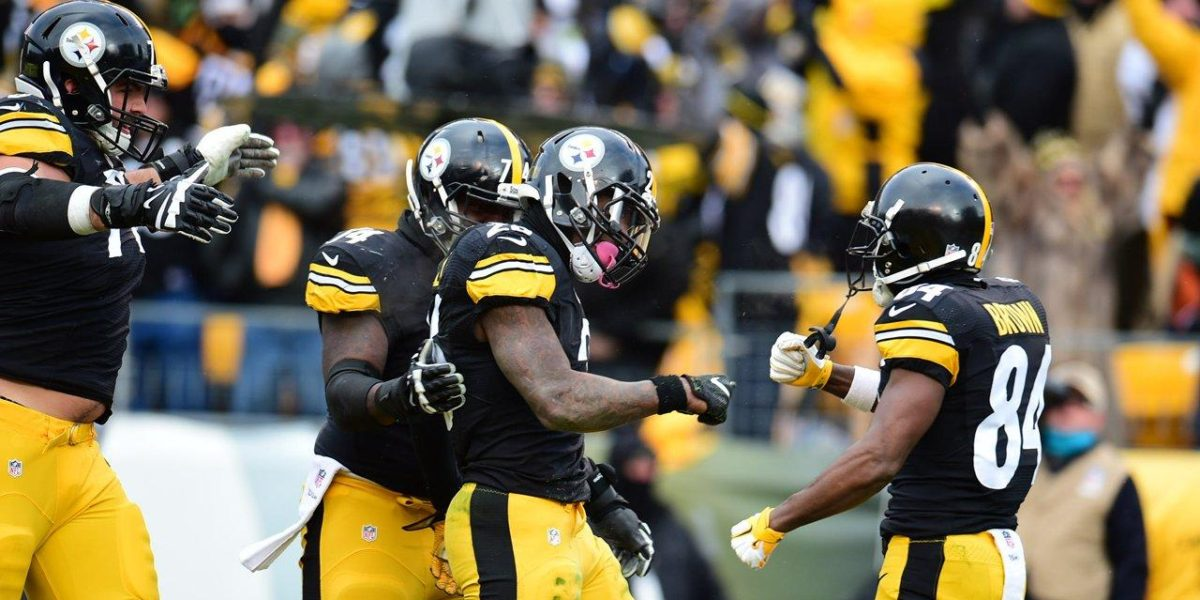 Steelers offense celebrates a touchdown