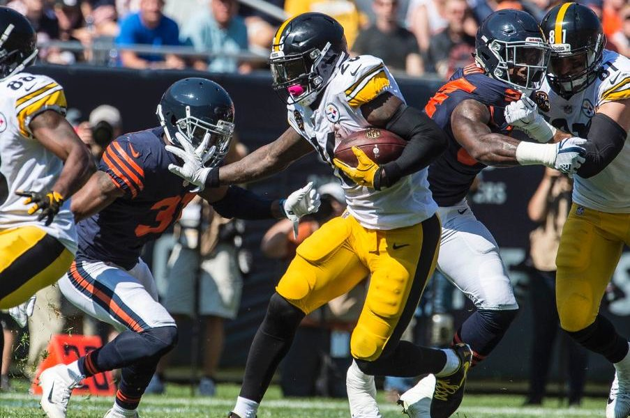 Steelers rb Le'Veon Bell rushes against the Chicago Bears