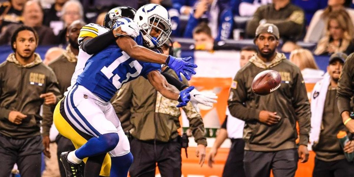 Steelers cornerback Coty Sensabaugh defends Colts receiver T.Y. Hilton