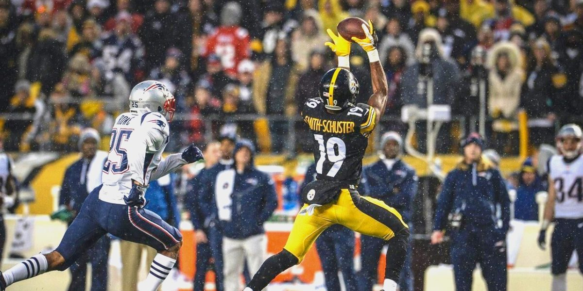 Steelers receiver JuJu Smith-Schuster makes a catch against the New England Patriots in Week 15 of the 2017 NFL Season