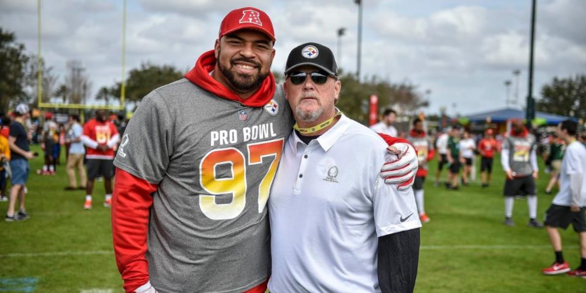 Steelers defensive end Cameron Heyward takes a picture with new offensive coordinator Randy Fichtner at the Pro Bowl