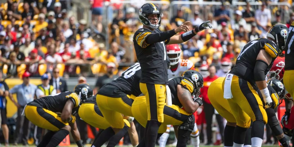 Steelers quarterback Ben Roethlisberger directs the offense against the Kansas City Chiefs in Week 2 of the 2018 NFL regular season