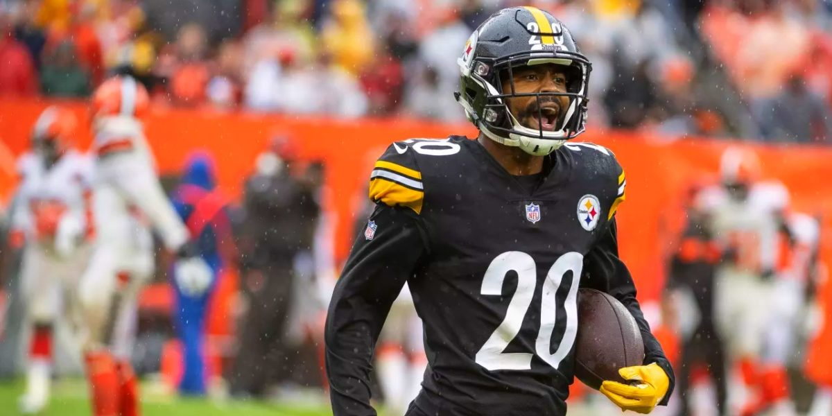 Pittsburgh Steelers cornerback Cameron Sutton walks off the field against the Cleveland Browns in Week 1 of the 2018 NFL regular season