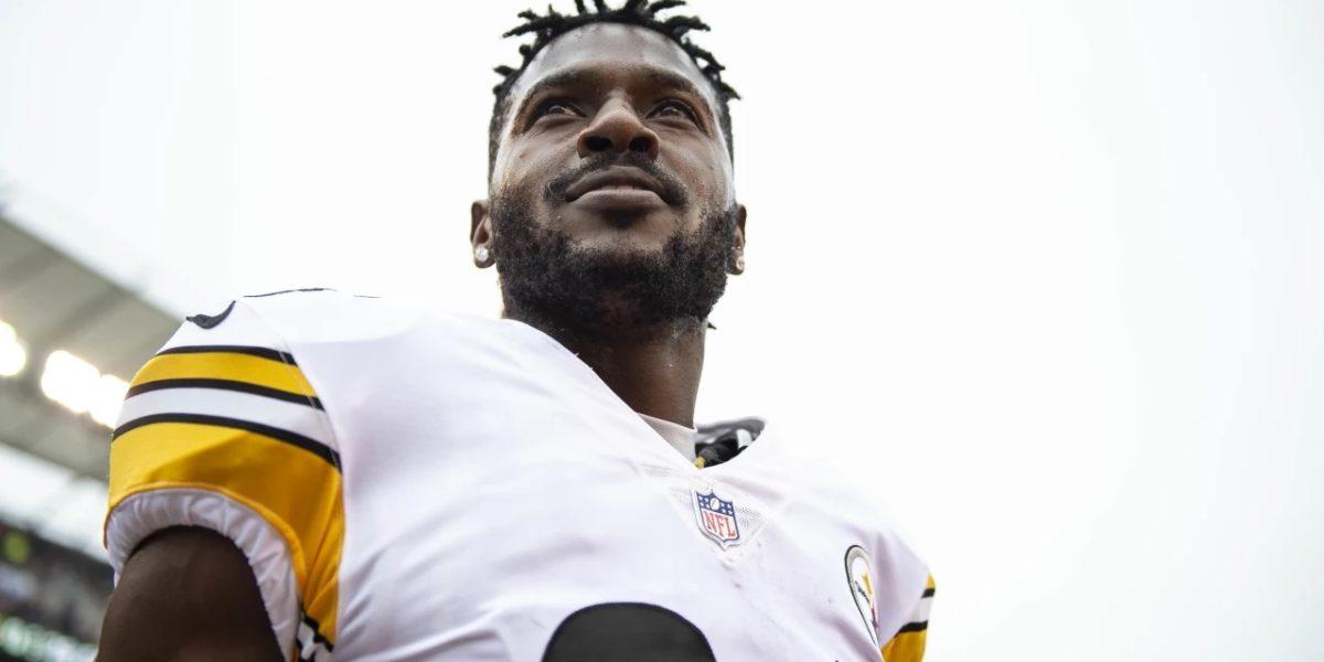 Steelers receiver Antonio Brown smiles during the Week 6 win over the Cincinnati Bengals