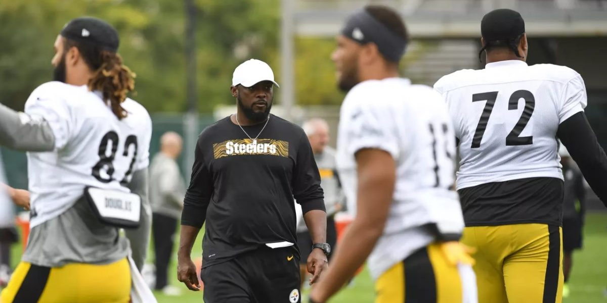 Pittsburgh Steelers head coach Mike Tomlin watches practice during the 2018 NFL regular season