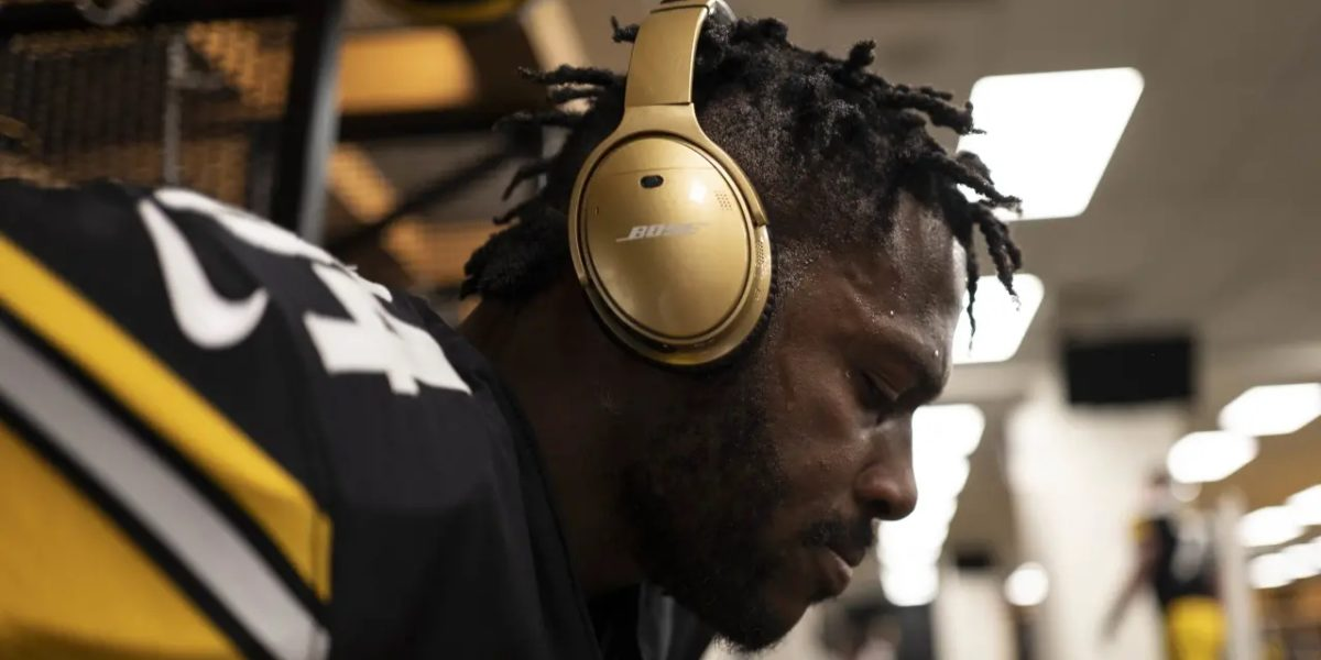 Pittsburgh Steelers receiver Antonio Brown focuses in the locker room before facing the Los Angeles Chargers at Heinz Field on Dec. 2, 2018