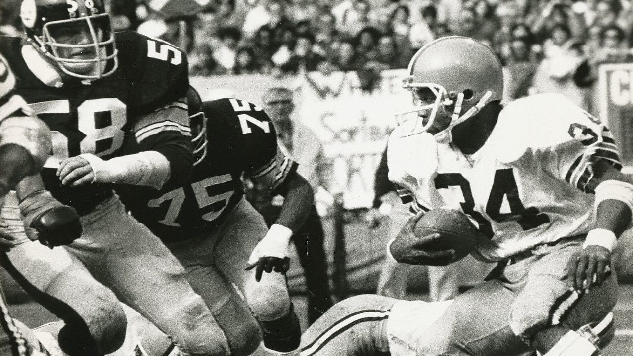 Steelers defenders Jack Lambert and Joe Greene go after Pruitt of the Cleveland Browns (wikicommons)