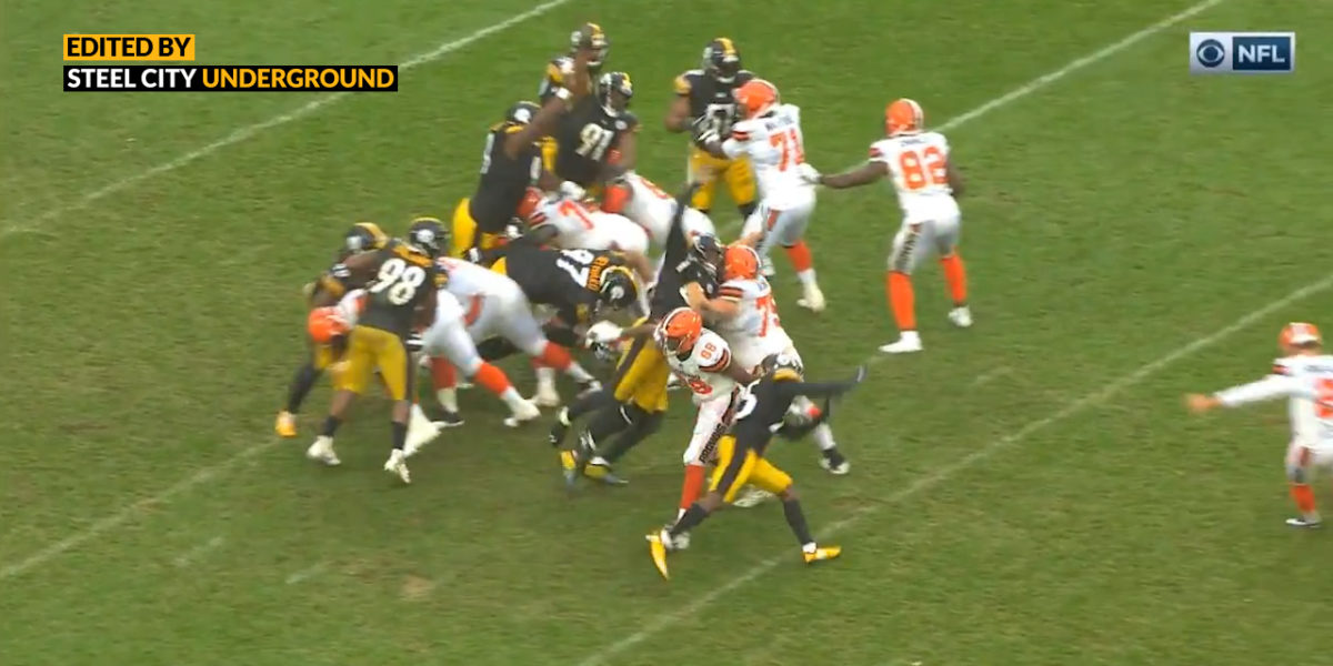 Steelers special teams unit blocks a field goal against the Browns