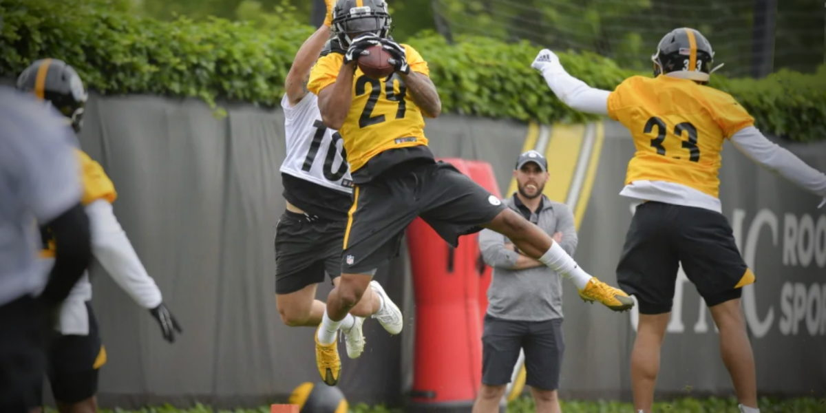 Steelers cornerbacks Brian Allen (29) and Alexander Myres (33) complete drills during OTAs 2019 (Rebecca Mehling/Pittsburgh Steelers
