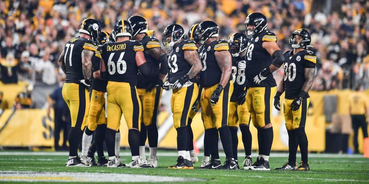 The Pittsburgh Steelers offense huddles before a play against the Cincinnati Bengals in Week 4 of the 2019 NFL regular season
