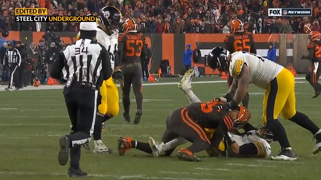 Pittsburgh Steelers QB Mason Rudolph pulls his broken glove away from Myles Garrett of the Cleveland Browns
