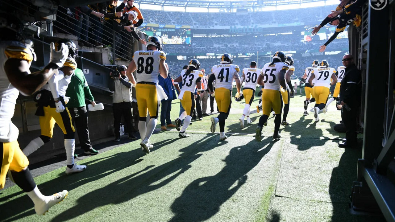The Pittsburgh Steelers are introduced ahead of their Week 16 meeting with the New York Jets during the 2019 NFL regular season