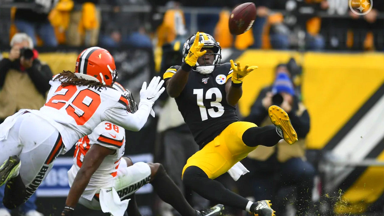 Pittsburgh Steelers receiver James Washington makes a touchdown catch against the Cleveland Browns in Week 13 of the 2019-20 NFL regular season