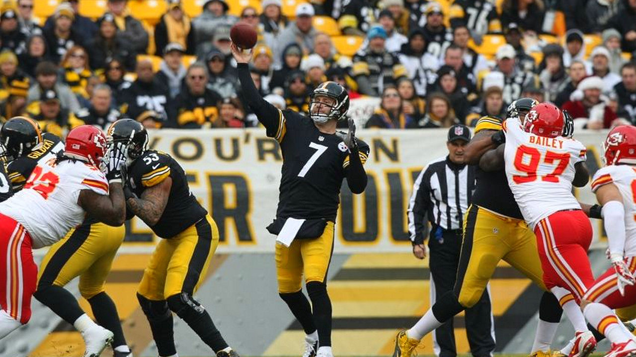 Pittsburgh Steelers quarterback Ben Roethlisberger throws one of five touchdown passes against the Kansas City Chiefs on 2 October 2016