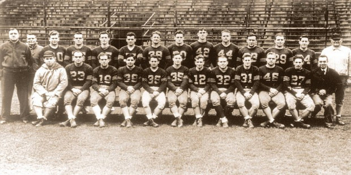 1944 team photo of the merged Chicago Cardinals and Pittsburgh Steelers of the World War II-era National Football League