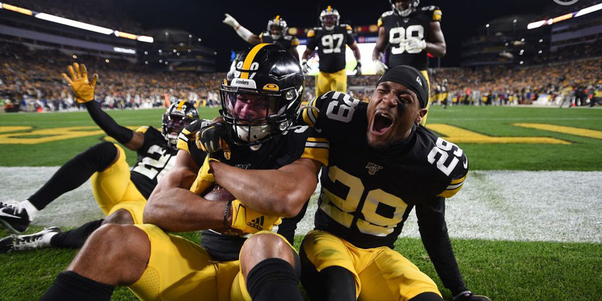Steelers defense celebrates a touchdown by Minkah Fitzpatrick
