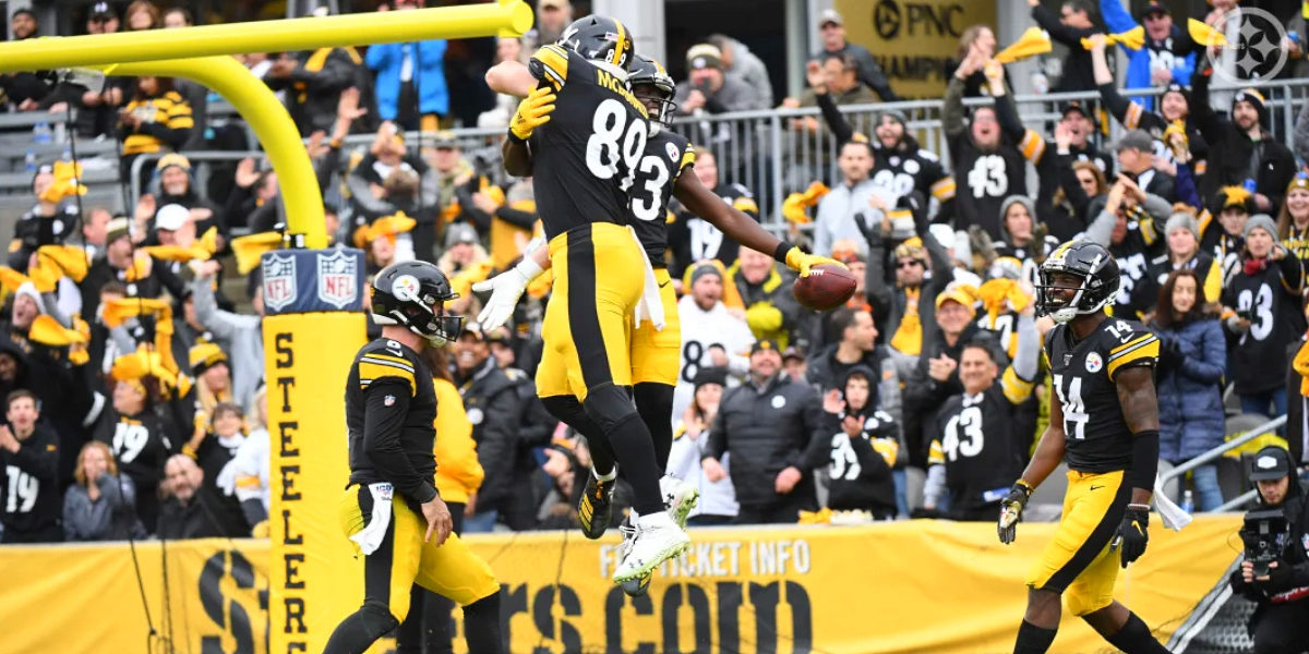 Pittsburgh Steelers wide receiver James Washington celebrates with Vance McDonald after a touchdown against the Cleveland Browns in 2019 at Heinz Field