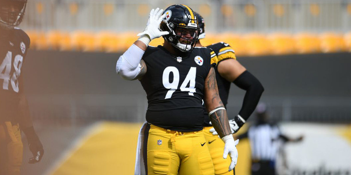 Tyson Alualu of the Pittsburgh Steelers prepares for a play against the Houston Texans