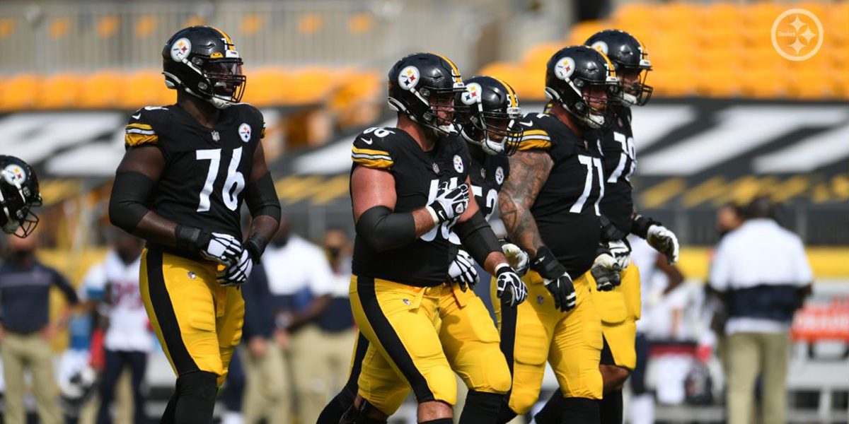 Chukwuma Okorafor (76) and the Pittsburgh Steelers offensive line prepare for a play against the Houston Texans