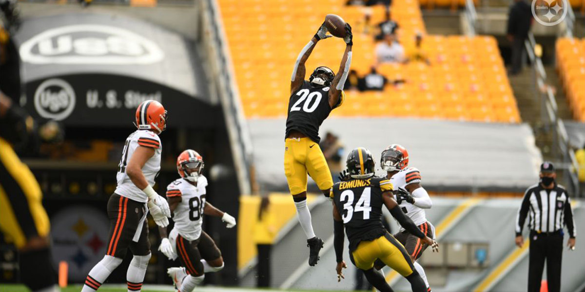 Cameron Sutton of the Pittsburgh Steelers makes an interception